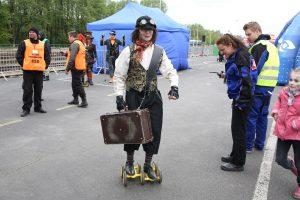 komedianti na výstave rušňov vo Wolsztyne