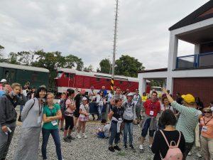 """Hrady, zámky, kúpele. ALBATROS klub, o. z. pri RD Bratislava hlavné, ZSSK SLOVENSKO, ŽSR a ŽMSR vás pozývajú od 3. – 5. júla 2021 na trojdňový železničný výlet vlakom ťahaným historickým motorovým rušňom T478.1201 Cecaňa """"S Cecaňou za krásami Slovenska – hrady, zámky, kúpele """" V cene miestenky je zahrnutý výlet vlakom s nocľahom a stravou na trase podľa programu."""
